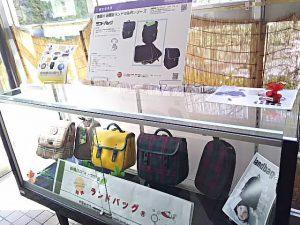 2015年 板橋製品技術大賞で審査委員賞をもらった区内業者さんの軽いランドバッグが展示されていました。いくらくらいなんだろう?